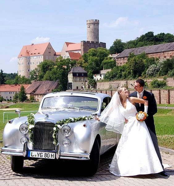 Beispiel: Brautpaar vor der Burg, Foto: Burg Gnandstein.