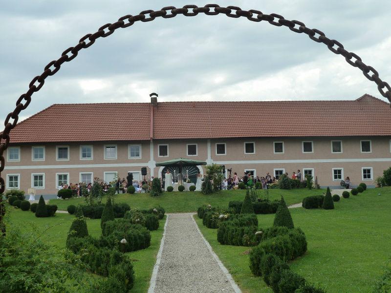 Beispiel: Außenansicht Stadlerhof, Foto: Stadlerhof Wilhering.
