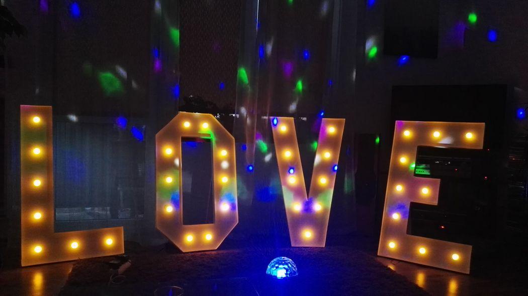 Świecący napis LOVE wynajem Warszawa