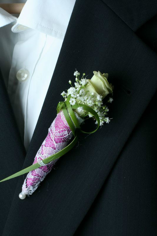 Beispiel: Blumenanstecker, Foto: Wilheine Blumenbindekunst.