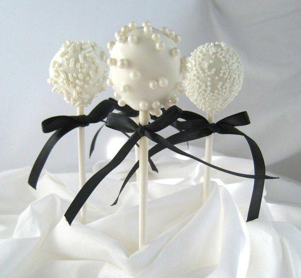 Regala a tus invitados algo diferente.... qué tal unas ricas cakepops!!