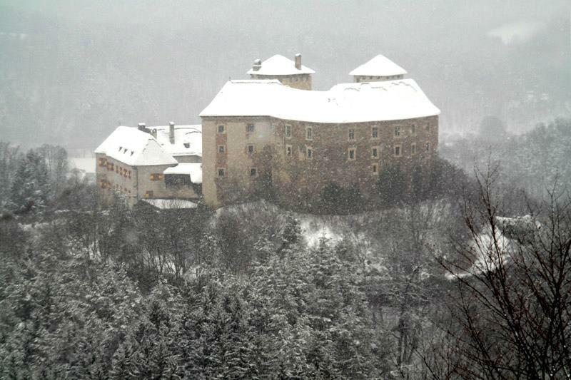 Beispiel: Ritterburg Lockenhaus im Winter, Foto: Ritterburg Lockenhaus.