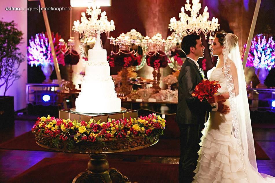 Noivos no ambiente mais desejado do casamento: a sala dos doces! Foto: Dalmo Ouriques