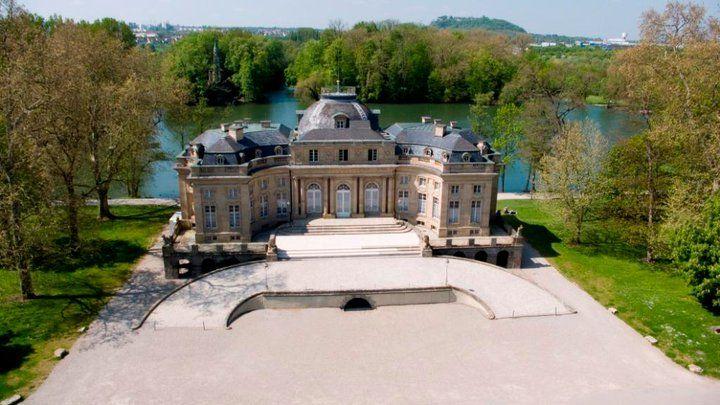 Beispiel: Schloss Vorderseite, Foto: Schlosshotel Monrepos.