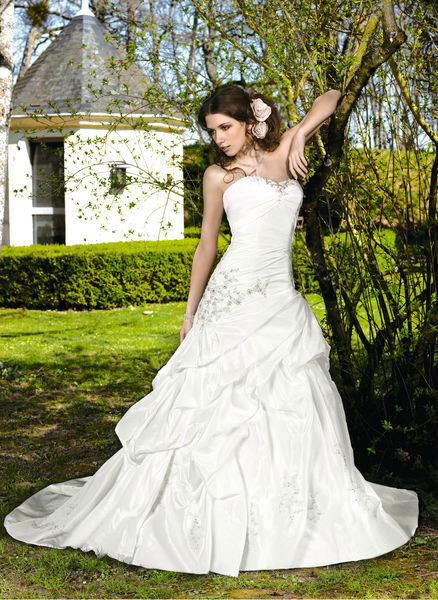 Beispiel: Hochzeitskleider für jeden Gschmack, Foto: Oprée Brautmoden.