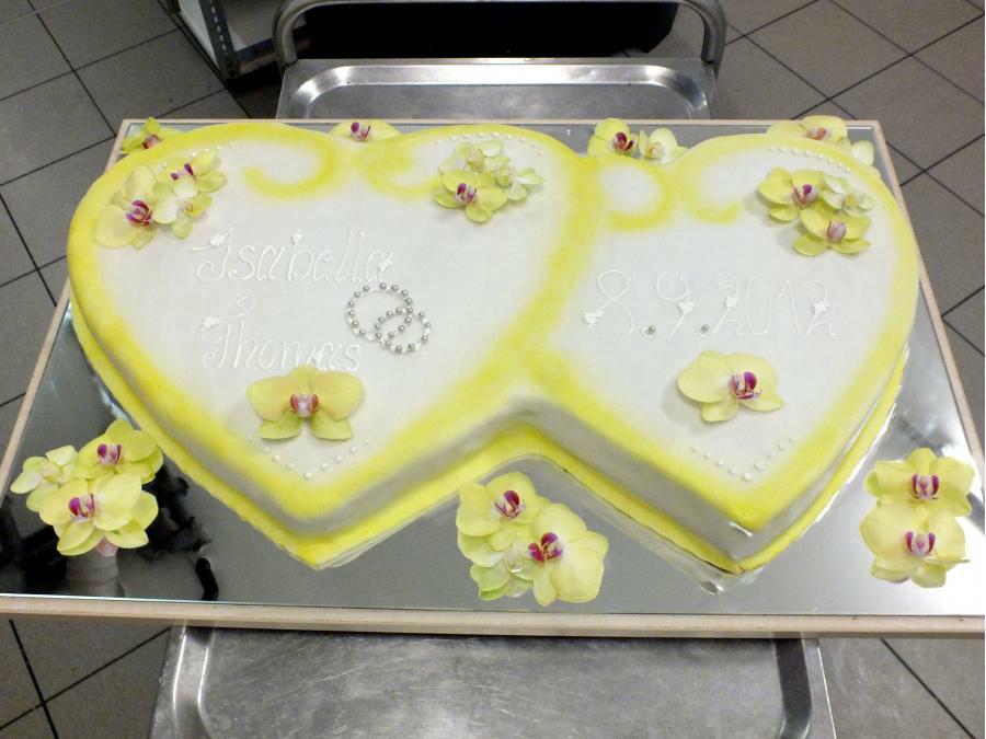 Beispiel: Torte Doppelherzen, Foto: Konditorei Klescher.