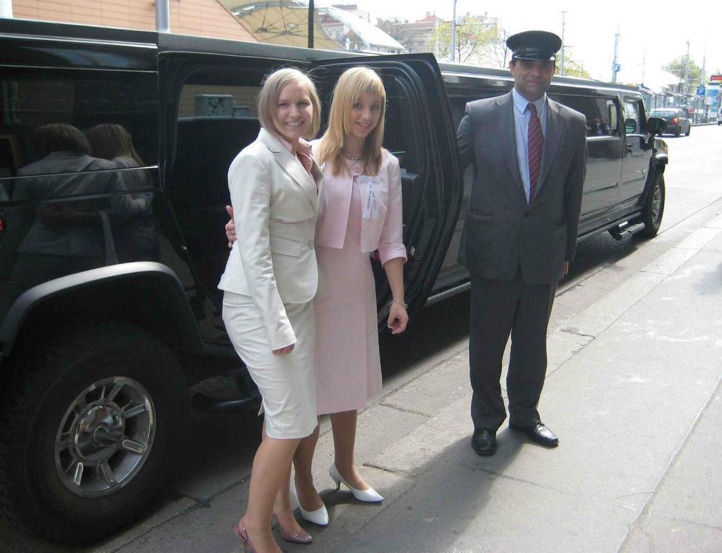Beispiel: Ihr großer Auftritt zur Hochzeit, Foto: Action Limousine.