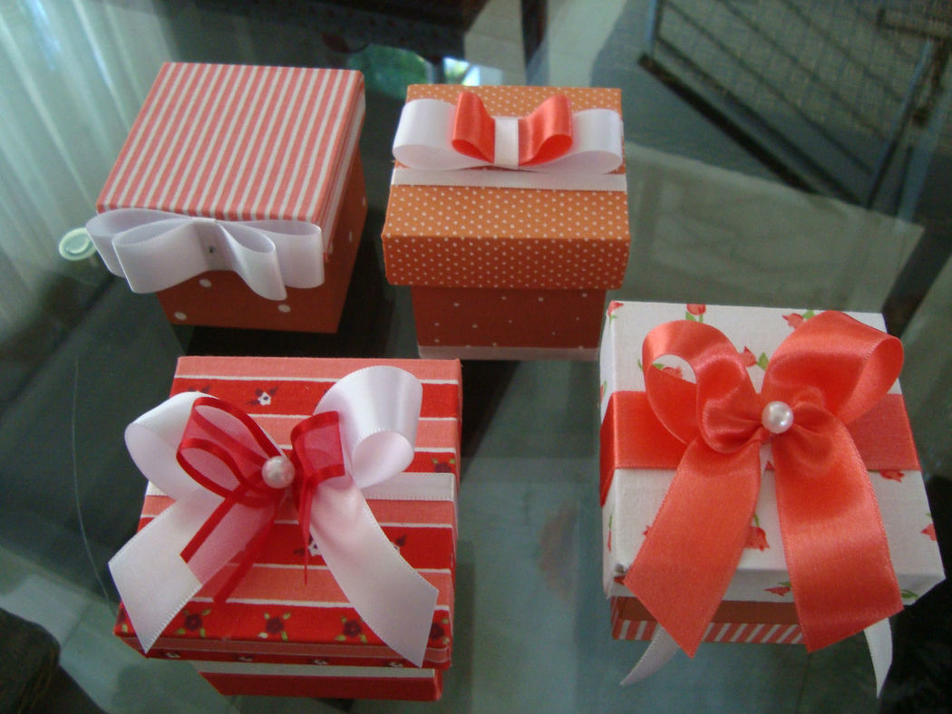 mini caixas 5x5x5 cm para bem casado, trufas ou amêndoas confeitadas.