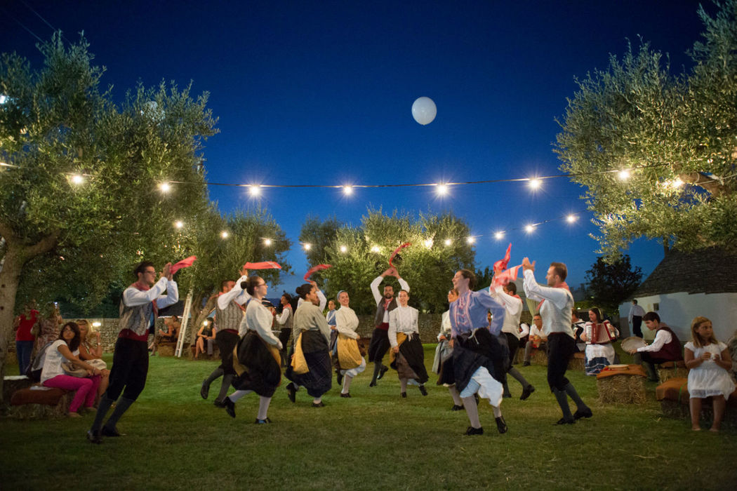 Wedding party con balli folkloristici pugliesi