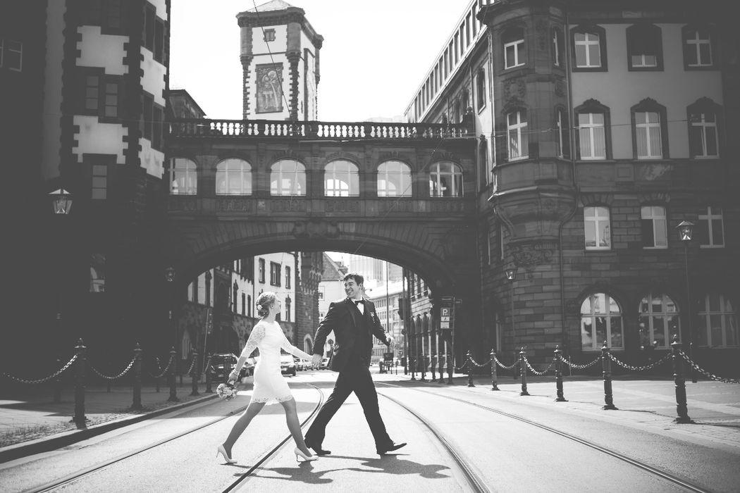 Melanie & René nach ihrer standesamtlichen Hochzeit in Frankfurt.