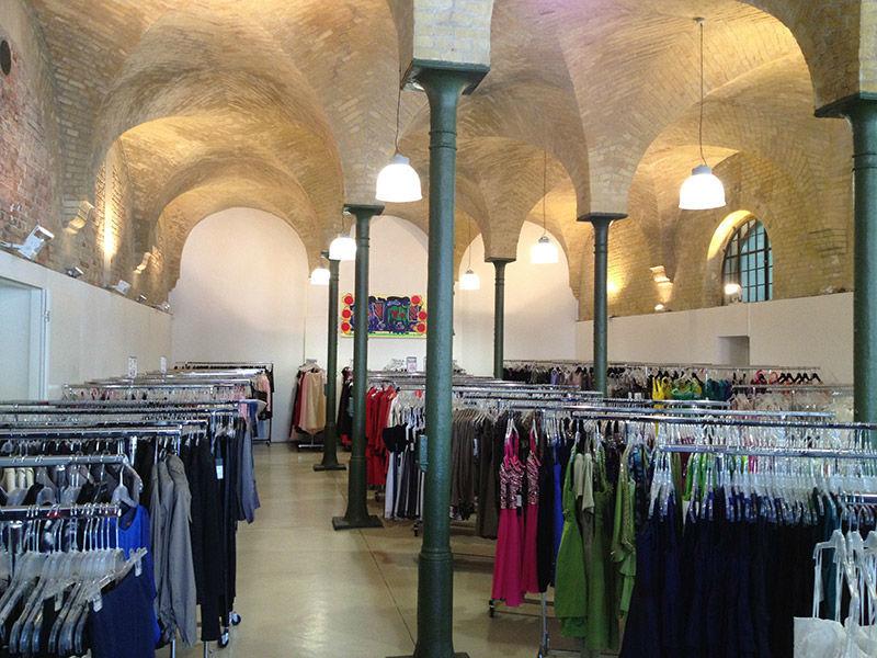 Beispiel: Für jeden Anlass gut und günstig gekleidet, Foto: Fashionart Berlin.