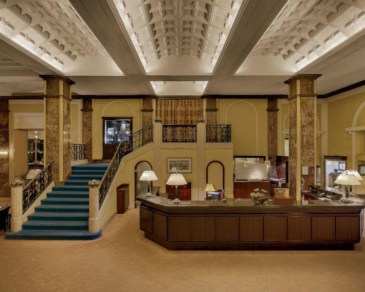 Beispiel: Rezeption, Foto: Hotel Atlantik Kempinski.