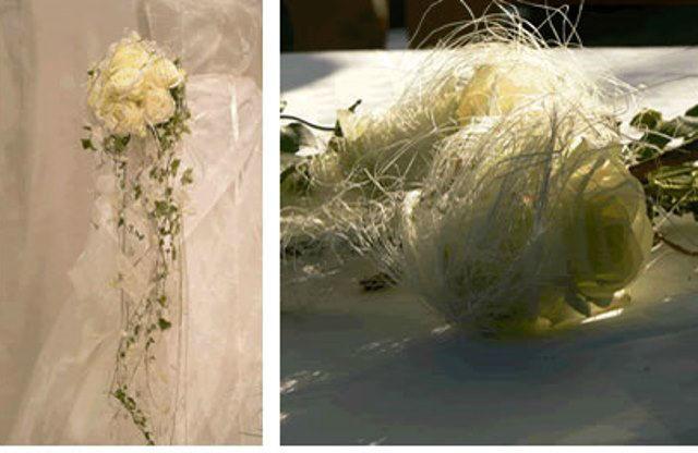 Beispiel: Brautstrauß und Tischdekoration in weiß, Foto: Hadrigan Blumen Ambiente.