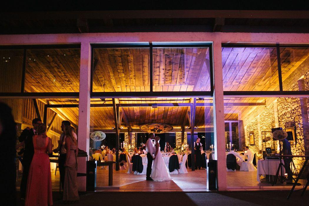 Grotto   Das romantische Grotto direkt am See mit umliegendem Palmengarten und Bootsanlegestelle bietet eine besondere Kulisse für Ihre Hochzeit