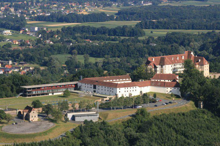 Beispiel: Schlossanlage, Foto: Schloss Seggau.