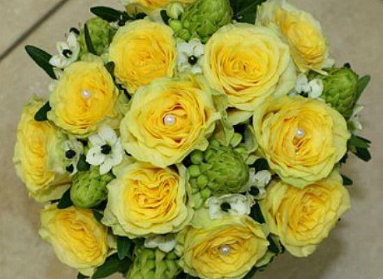 Beispiel: Brautstrauss, Foto: Blumenparadies Hahn.