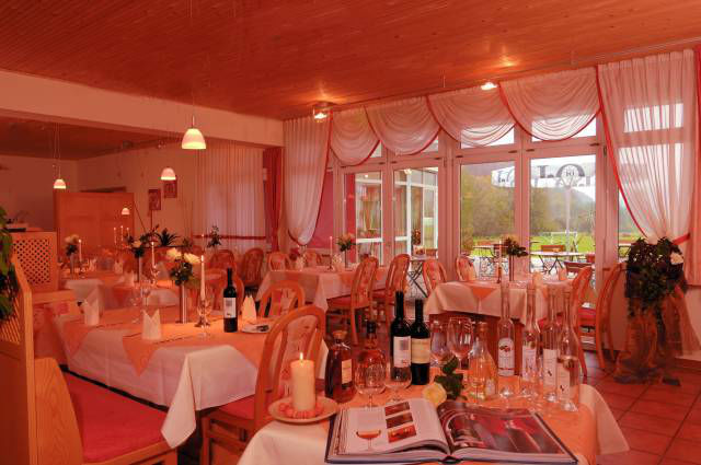 Beispiel: Restaurant, Foto: Hotel Restaurant Talblick.