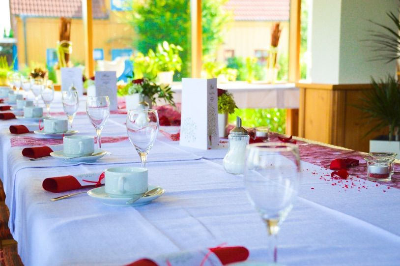 Beispiel: Tischdekoration, Foto: Landgasthof Rücklenmühle.
