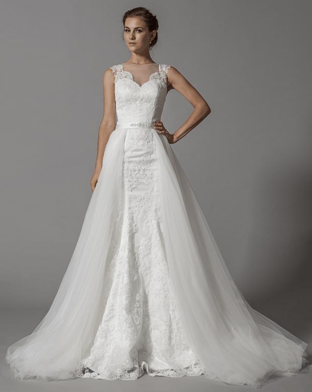 Robe de mariée modulable avec sur-jupe en tulle amovible; modèle unique en Europe, en exclusivité sur le site de www.mariageenrose.fr.