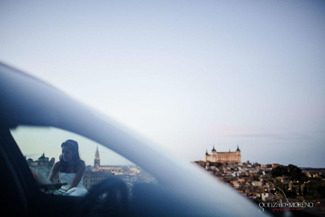 La novia descansando con una preciosa vista de Toledo al fondo.