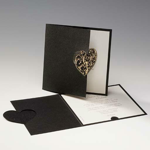 Beispiel: Schwarze Hochzeitseinladung mit Herz, Foto: Druckerei Rokos.