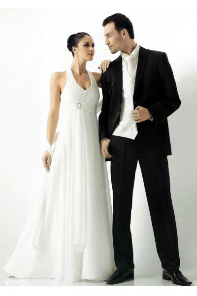 Beispiel: Braut- und Bräutigammode, Foto: Pompadour Braut- und Festmode.