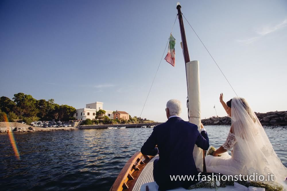 Bride arriving by boat