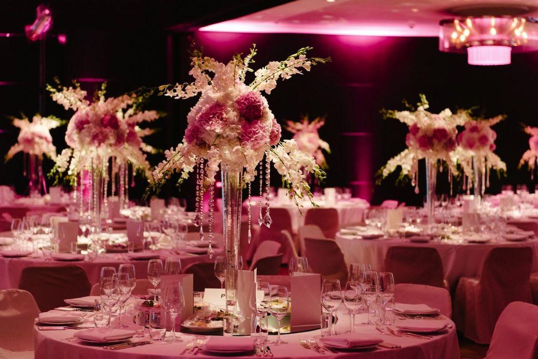 REINWEISS Hochzeiten, Andrej, Rein, Andre, Hochzeitsplaner, Weddinplaner, Wedding Planner, Berlin, Hochzeitsdeko, Pink, Rosa, Beleuchtung, Hochzeit, Fotograf Jungetrifftmädchen