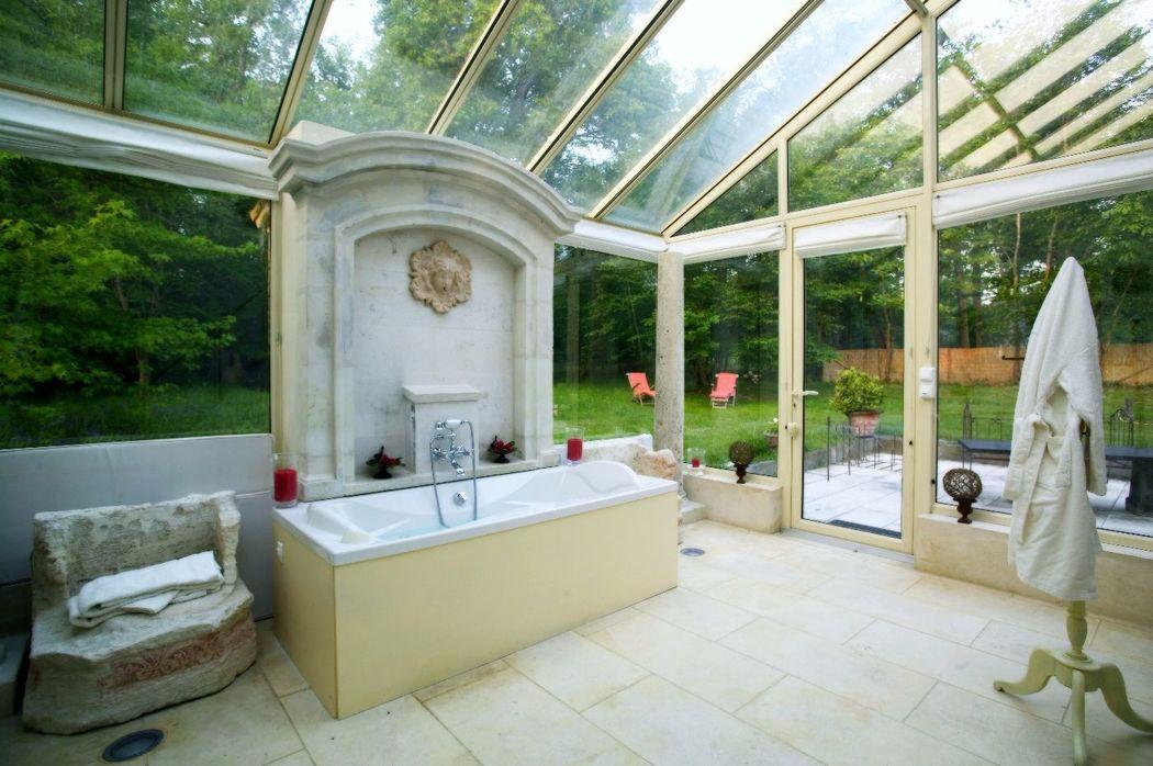 Suite nuptiale le Pavillon de France baignoire balnéo sous les étoiles