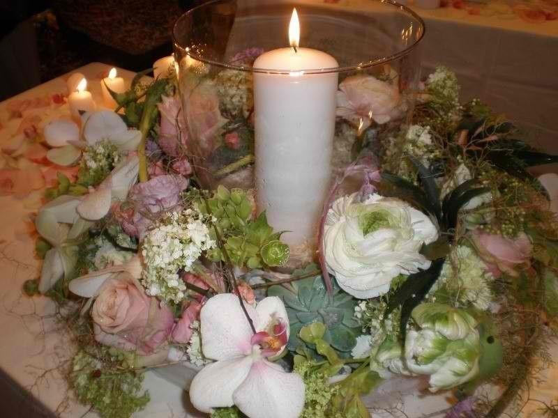Beispiel: Gesteck für den Brauttisch, Foto: Moni's Blumenladen.