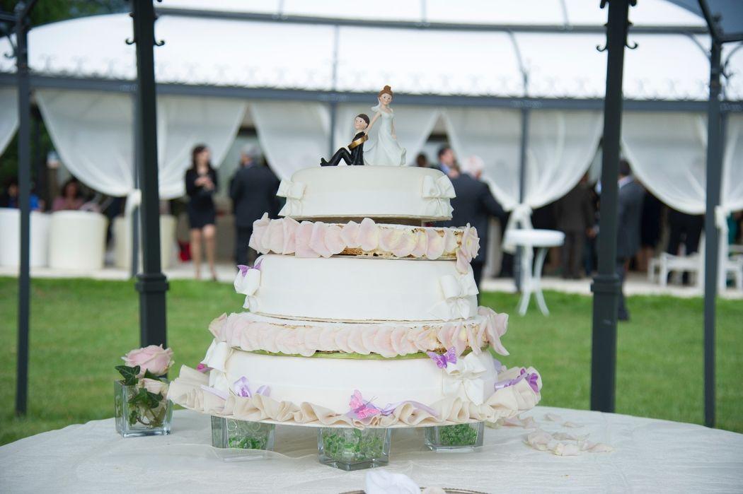 wedding cake in piscina