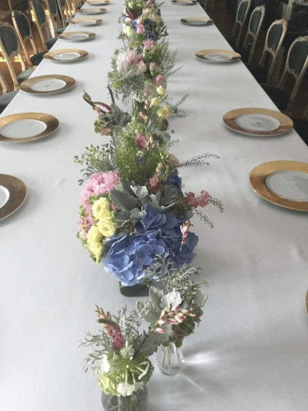 Isabelle Mantelet:  chemin de table en fleurs pastel