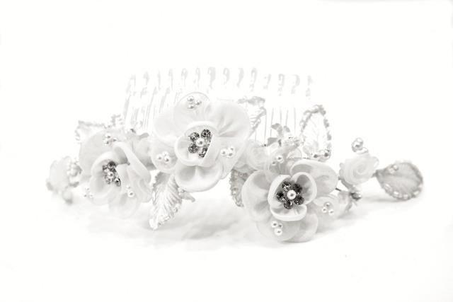 Arya Italian Jewels - Accessori Acconciatura matrimonio - Pettinino Sposa con fiori e Swarovski