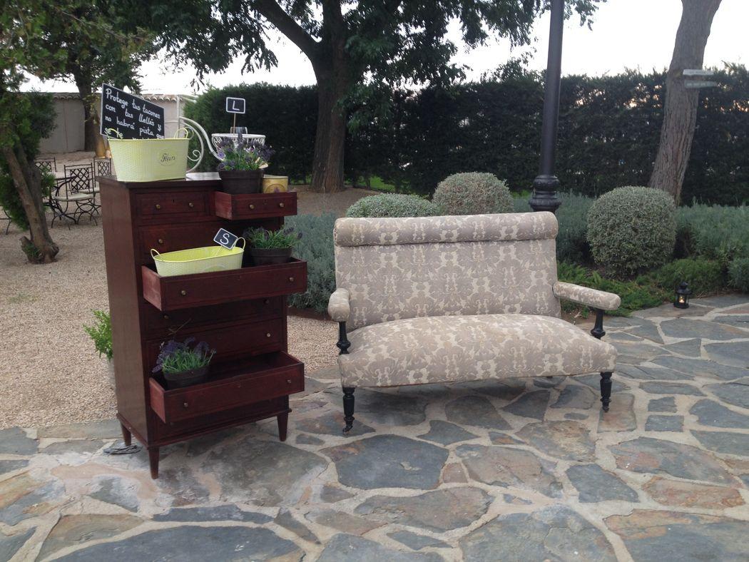 Rincón de regalos creado con nuestros muebles estilo vintage