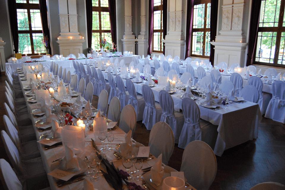 Beispiel: Tischanordnung, Foto: GenussRäume der SchulerGruppe Logensaal Fürth.