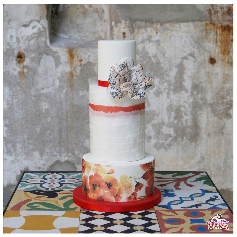 Tarta SWEET, SWEET ROMANCE, con decoración en wafer paper y rosa abierta.