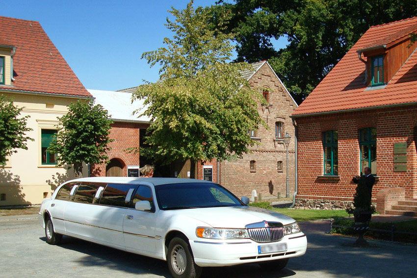 Beispiel: Hochzeitslimousine, Foto: Gasthof Zur Linde.