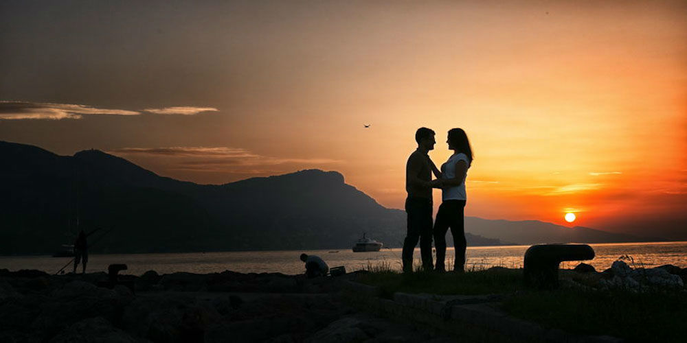 TripShooter - Newlywed couple by the sea   Photographer: Philippe Groswald