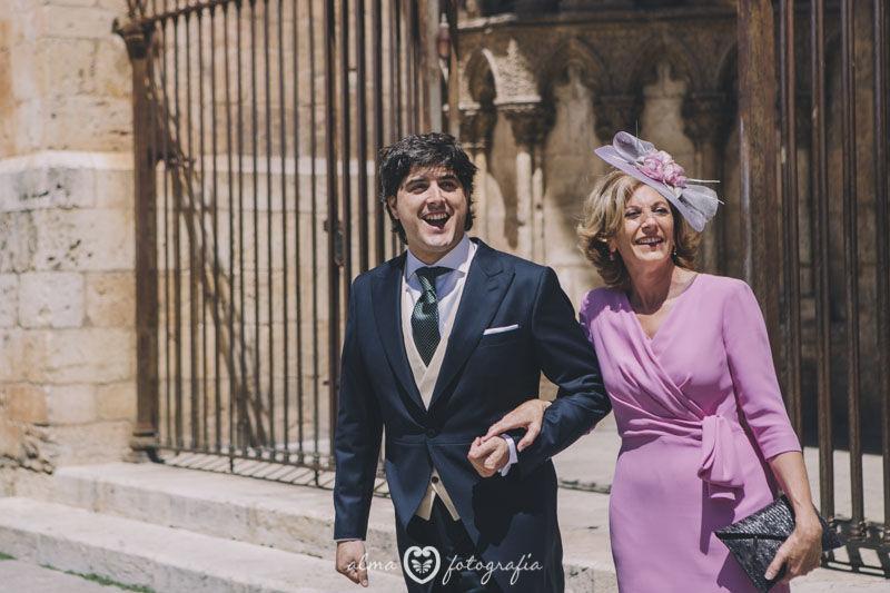 Boda Blanca & Víctor, Alma Fotografía Novio viendo llegar a la novia