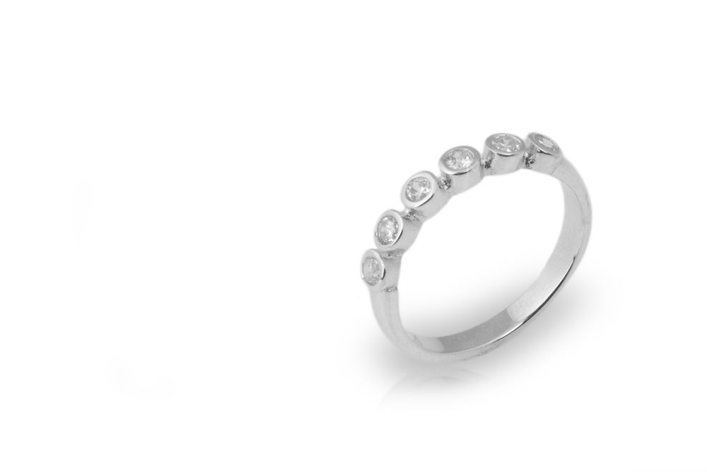 Oro blanco con seis diamantes de .07ct