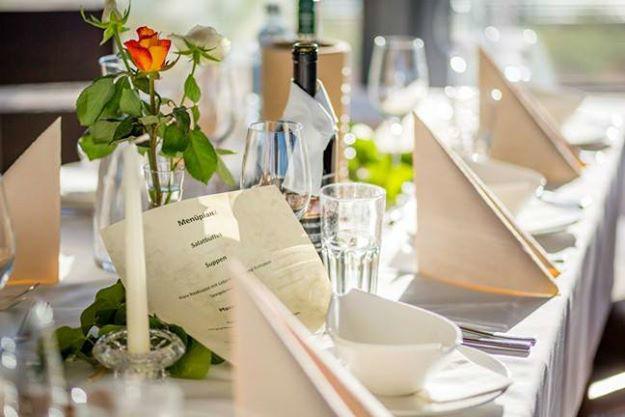 Beispiel: Hochzeitsdinner, Foto: Seerestaurant Katamaran.