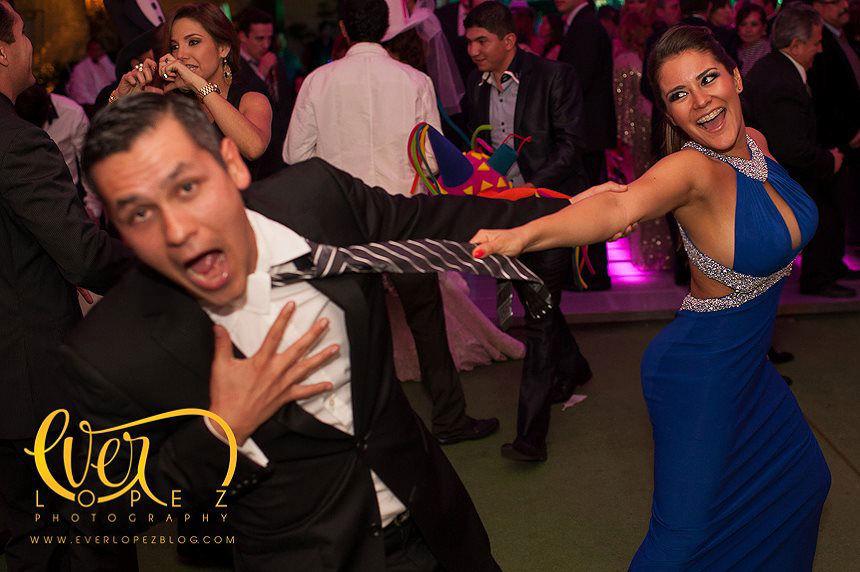 Fotos invitados divirtiendose durante la recepcion de boda en Hacienda Jamelgos Guadalajara Jalisco Mexico  Fotografia de boda por fotografo profesional de bodas Ever Lopez