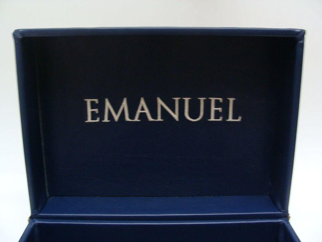Caixa revestida em couro com bordado na tampa, Enchanter | Projetos Especiais