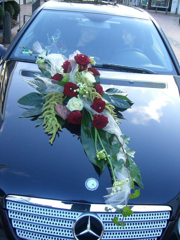 Beispiel: Florale Dekoration für Ihr Auto, Foto: Blumen G. Bechstein.