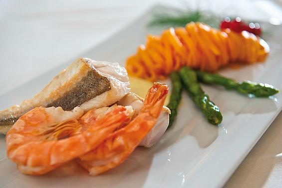 Beispiel: Köstliche Speisen, Foto: Travel Charme Strandhotel Zinnowitz.