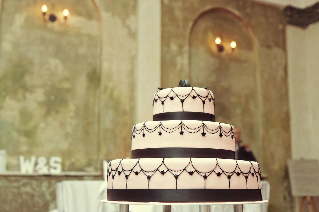 Beispiel: Hochzeitstorte, Foto: Reinweiss Hochzeiten.