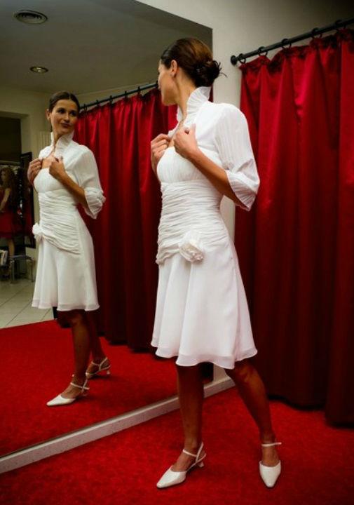 Beispiel: Kleider für Ihren schönsten Tag, Foto: Hochzeitsmoden Diener.