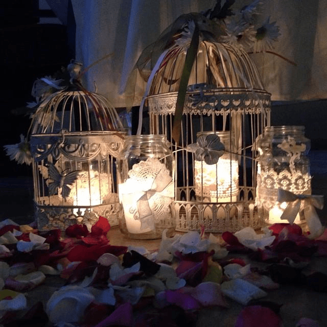 Las Jaulitas son perfectas para una Boda con estilo rústico y las velas son ideales para crear un entorno romántico.