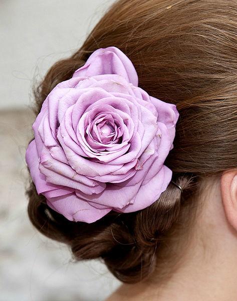 Beispiel: Blumen fürs Haar, Foto: Edelkraut Event-Floristik.