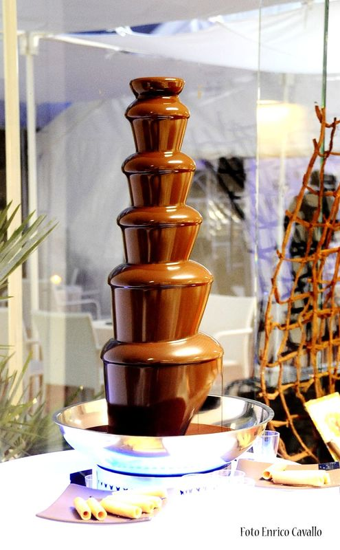 fontana di cioccolata ,una golosità che non può mancare al tuo evento